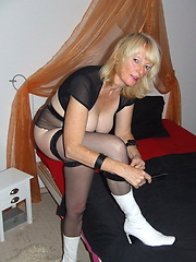 Kinky housewife loves to tie herself up