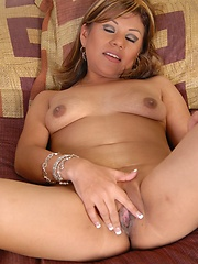 Hot latina chic tears up some Spanish snatch on the couch