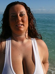 Super busty plumper aka Rosa Valentina - boobs on the beach