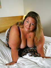 Big booty Dutch BBW playing in her bed
