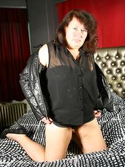 Naughty mature BBW from Belgium gets dirty