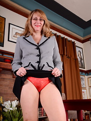 Horny American housewife feeling frisky