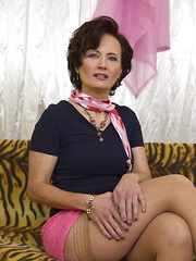 This mature lady is hot!