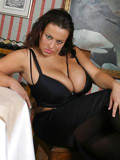 mature model Aneta Buena